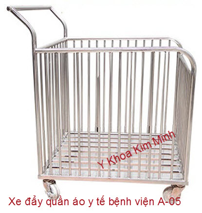 Xe đầy quần áo y tế bệnh viện