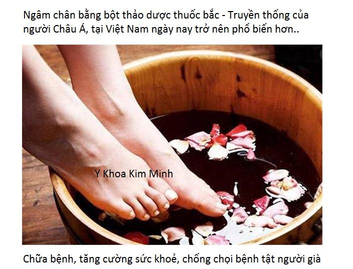 Ngâm chân chữa bệnh bằng bột thuốc bắc Tây Tạng đang ngày càng phổ biến vì hiệu quả - Y khoa Kim Minh