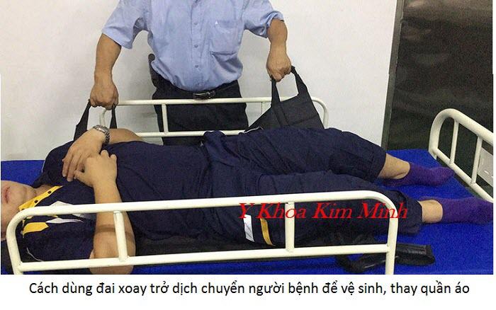 Cách sử dụng đai lót chống thấm vệ sinh thay quần áo người bệnh nằm liệt - Y khoa Kim Minh
