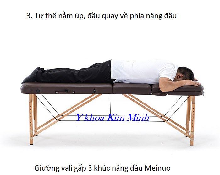 Tu thế nằm về phía phần nệm nâng đầu của giường massage vali gấp 3 khúc Meinuo - Y khoa Kim Minh