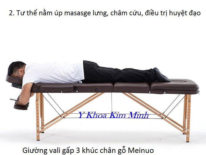 Tư thế nằm úp gối nằm đặt phía sau đuôi giường massage vali - Y Khoa Kim Minh