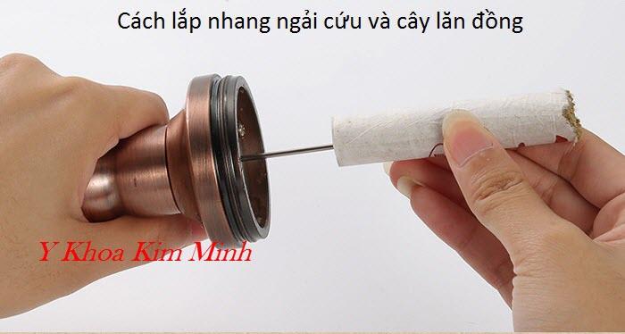 Cách lắp nhang ngải cứu vào cây lăn đồng đôi - Y Khoa Kim Minh
