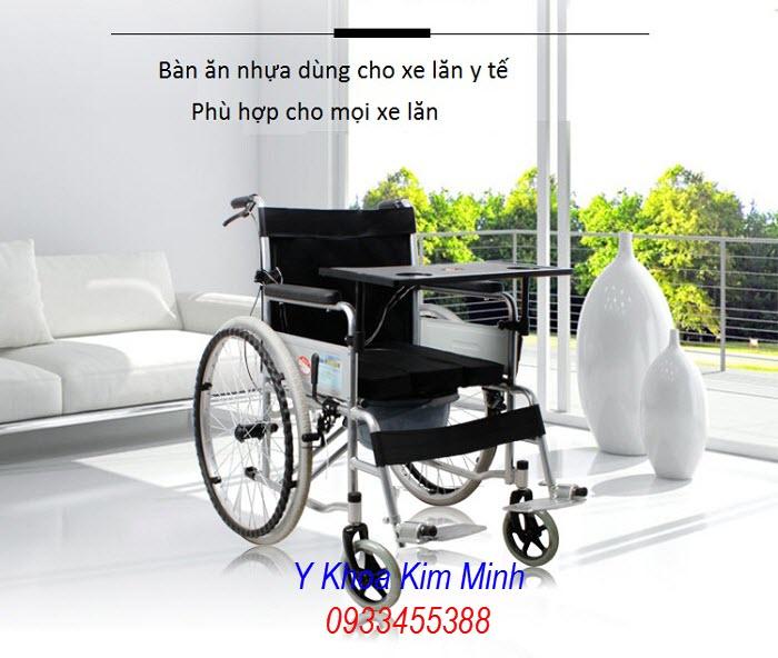 Bàn ăn bằng nhựa gắn trên xe lăn y tế đa năng, xe lăn y tế thường - Y Khoa Kim Minh